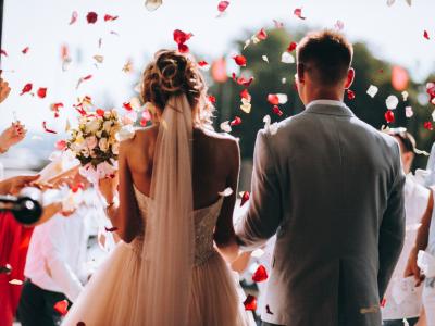 Đám cưới luôn là khoảnh khắc thiêng liêng giữa các cặp đôi